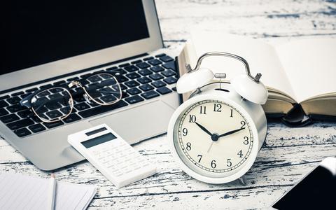 目覚まし時計のスヌーズ機能に頼らない! すっきり起きるための体内時計の整え方