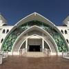 マラッカ海峡に浮かぶモスク