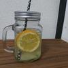 【レモンの日】にマイヤーレモンとはちみつで作るレモネードはいかが?「炭酸水はじけて踊るレモンかな」
