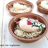 お菓子の国の雀さんブローチの展示はタルト型に入れてよりお菓子っぽく!