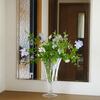 ブルーのルリマツリをガラスのトランペット型花瓶に♪ この夏一番お気に入りのフラワーアレンジ (^^)