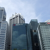 シンガポールの高層ビルとマーライオン