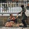 貧困化した日本で豊かに暮らす3つの方法
