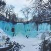 まるでゲームダンジョン!青く凍りついた壮大なミネハハの滝inミネアポリス