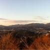 朝日をあびる西の山々