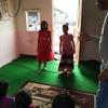 スラムの教室、レクリエーションの日、ダンスを踊ります。