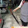 痛いニュース(ノ∀`) : 【職質確実】 「ライフル型の雨傘」 アキバで発売 - ライブドアブログ