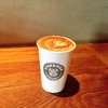 ラテアートの世界チャンピオンがプロデュースするカフェ。ストリーマーコーヒーカンパニーで季節限定ビッグアップルラテ。ミルク多めで柔らかい味わいでした!ラテアートもしていただきましたよ