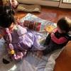 家の中でピクニック遊び