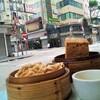 【香港:油麻地】 エビ蒸し餃子が激ウマ! 路上で食べられる 大のお気に入り飲茶屋『富記美食』へ再び~