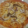 強烈な塩味と見た目「真イカとアンチョビのピザ」!