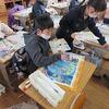 3年生:図工 版画に色を塗る