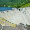 津軽ダム(3)-右岸展望所、天端
