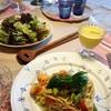 冷製パスタとグリーンサラダ、ブルーベリードレッシング〜母、ネイルをしてもらう