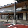 都城市立図書館がリニューアル。公共図書館とは思えない空間。