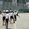 5年生:体育 ソフトボール投げの練習