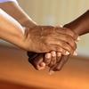 大勢で飲んでも仲良くなることはない。絆を深めたいなら2人だけで話すべき。