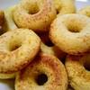 ドーナッツ狂のおちびのために、焼きドーナッツを焼きました。