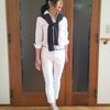 ベーシックな白シャツ× 白ボトムスに差し色を楽しむコーデ