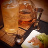家飲みの時は、お盆の上に酒と肴を置いて飲んでます