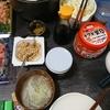 手巻き寿司、漬物、味噌汁