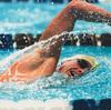 競泳自由形短距離選手のための競技特異的トレーニング(50m自由形レースの半分がパワーと爆発的動作によって構成され、残りの半分が筋力とテクニックによって構成されている)