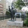 堀川にたつ福島正則の銅像