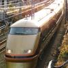 JR線に乗り入れる2種類のカラーのスペーシア