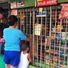 フィリピンに約100万店もある謎の小売店「サリサリストア」その実態を探ってみた!