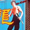 南京町にあるカレーパルフェ、真向かいのブルース・リーさんが可哀想なので