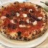 トマトソース、アンチョビ、ブラックオリーブのPizzaとイタリア赤ワイン