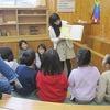 図書委員会:低学年図書館で読み聞かせ