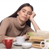 眠りをコントロールできないナルコレプシーの予防と対処法