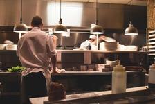 【無料~有料】最適な掲載場所は?飲食店スタッフ採用の求人媒体を比較