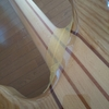 ネックをサラサラに、グロスフィニッシュをサテンフィニッシュに紙やすりで加工(サテンフィニッシュ加工)