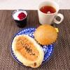 ごまスプレッドくるみ、はちみつ蒸しパン、紅茶、レモンティー、ヨーグルト。