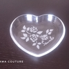 薔薇モチーフのガラスのお皿