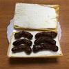 #0100 モナカアイスに黒糖かりんとうを挟んで食べてみたくなった。