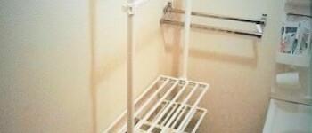 【洗面所を公開】賃貸住宅の狭い洗面所につっぱり棚を置きました