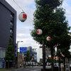 高崎駅前通り散歩 祭り提灯・高崎オーパ・山の方は雲多め