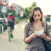 スマートフォンが歩き方を変化させる?