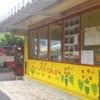 黄色のペイントが可愛いフォトジェニックなワイマナロのオノ・ステーキ&シュリンプ・シャックはこんなお店。