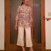 きゃしゃに見せて履くハイライズのワイドパンツ