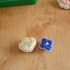 『シックな色の糸とビーズで、花の刺繍ブローチ』よりお花の刺繍 その2