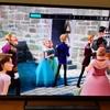 ラプンツェルがアナ雪に友情出演?お城に向かう国民たちの中にラプンツェルを発見!!