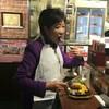 小池知事、ツイッターに立ち食いステーキを投稿