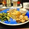 豊洲の「米花」でまぐろ刺し2種盛り、お惣菜盛り合わせ、なます。