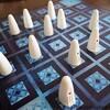 オバケをとってとらせる心理戦。名作2人用ボードゲーム「ガイスター(Geister)」