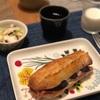 サンドイッチ、タコとキャベツの和え物