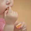 1歳9か月の娘が初めてみかんを剥いたから、今日はみかん記念日です。